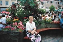 Ett underbart foto på mamma taget på torget i Kristianstad. Saknar dig,